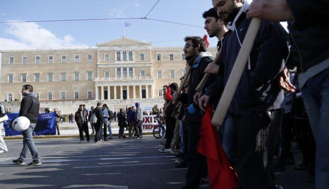 Στιγμιότυπο από παλαιότερη συγκέντρωση και πορεία της ΓΣΕΕ και της ΑΔΕΔΥ
