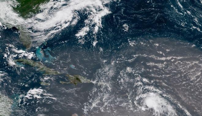 Ο κυκλώνας Κρις θα ακολουθήσει βορειοανατολική τροχιά από το βράδυ της Τρίτης, κατά μήκος των αμερικανικών ακτών