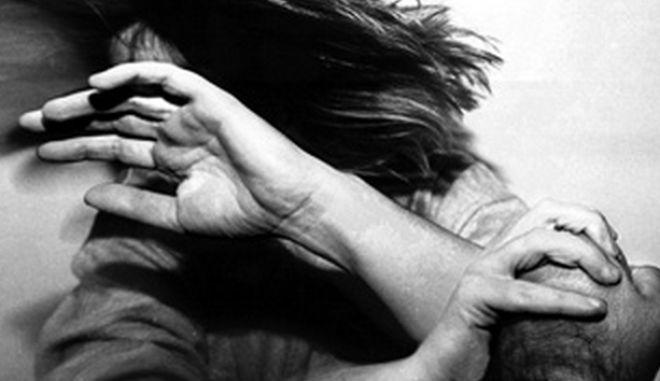Αδιαφορία αστυνομίας σε άγριο ξυλοδαρμό 20χρονης