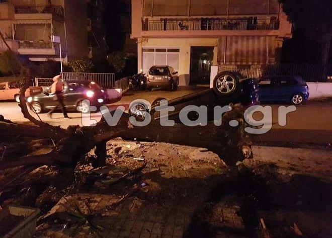 Σοκαριστικό τροχαίο στη Λιβαδειά - Προσέκρουσε σε δέντρο και ανετράπη