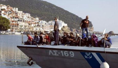 Τρέχει να προλάβει το λιμενικό: 500 μετανάστες περισυνελέγησαν το τελευταίο 48ωρο στο ανατολικό Αιγαίο