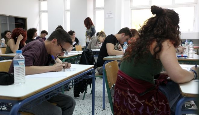 Ξεκίνησαν οι ενδοσχολικές εξετάσεις σε γυμνάσια και λύκεια της χώρας
