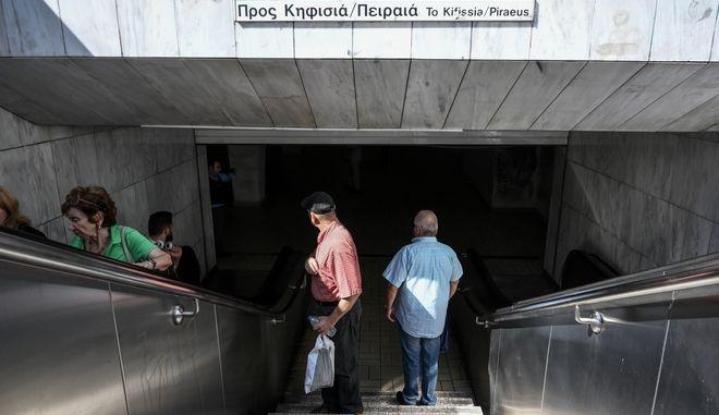 Στάση εργασίας στο Μετρό. Φωτο αρχείου.
