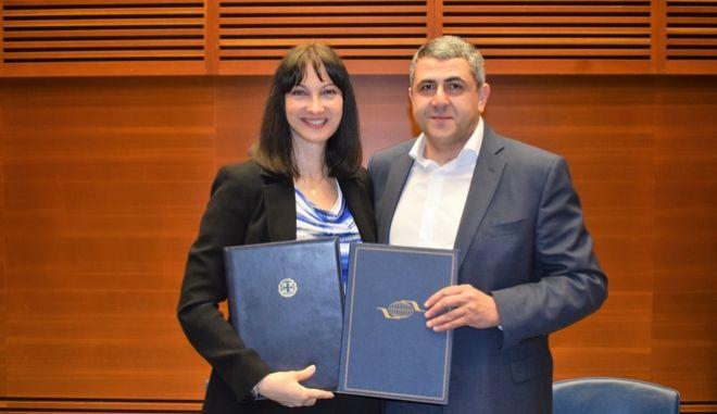 Η υπουργός Τουρισμού, Έλενα Κουντουρά και ο γενικός γραμματέας του Παγκοσμίου Οργανισμού Τουρισμού των Ηνωμένων Εθνών, Ζούραμπ Πολολικασβίλι.