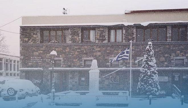 Οροπέδιο Λασιθίου: Εγκλωβισμένη οικογένεια στα χιόνια
