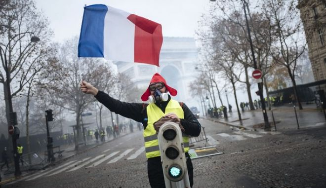 Διαδηλωτής στο Παρίσι