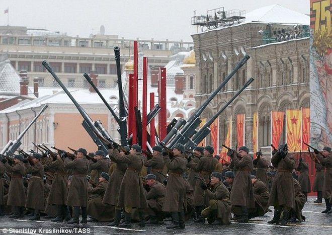 ΝΑΤΟ: Σε ετοιμότητα 300.000 στρατιώτες στα σύνορα με τη Ρωσία
