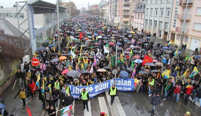 Μεγάλη διαδήλωση Κούρδων στη Γαλλία για την αποφυλάκιση του Οτσαλάν