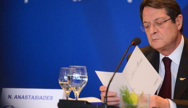 Κύπρος: Πολιτική θύελλα για τις καταθέσεις. Πρόταση για δημοψήφισμα ετοιμάζει το ΑΚΕΛ