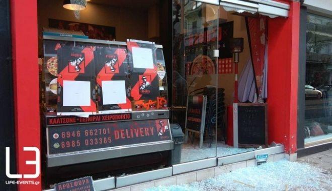 Το κατάστημα του εργοδότη που κατηγορείται για ξυλοδαρμό διανομέα.