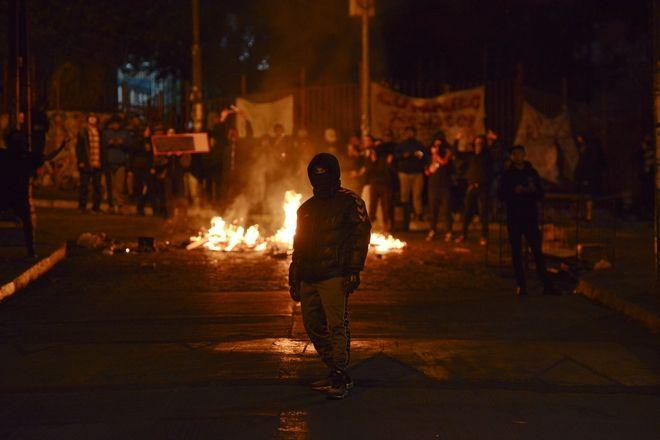 Διαδηλωτής στους δρόμους της Χιλής