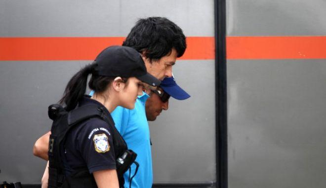 Ο Σάββας Ξηρός οδηγείται από αστυνομικούς για να απολογηθεί στον ανακριτή για να απολογηθεί την Παρασκευή 5 Ιουνίου 2015. (EUROKINISSI/ΣΤΕΛΙΟΣ ΜΙΣΙΝΑΣ)