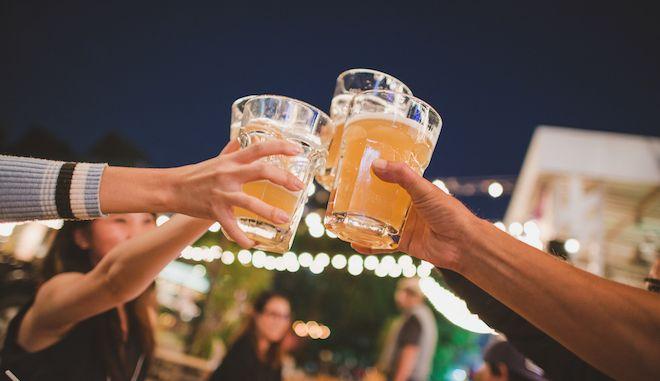 Χαμός στην Εύβοια: Κορονοπάρτι, γάμος και ανοιχτό μπαρ που σέρβιρε πελάτες