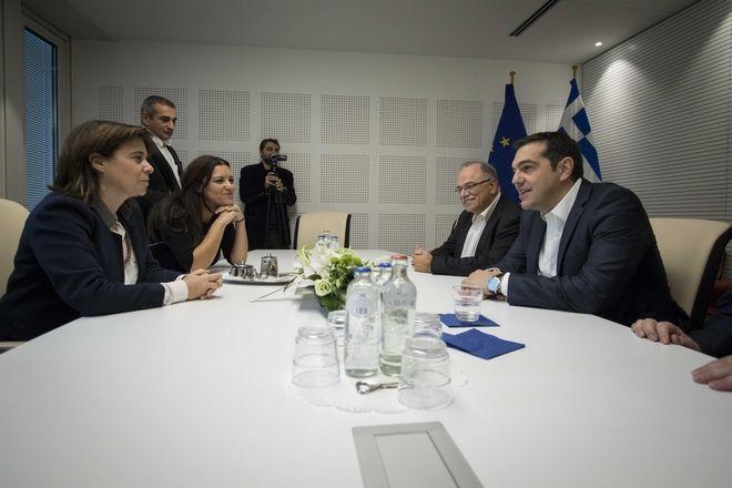 Επαφές Τσίπρα με την ευρωπαϊκή κεντροαριστερά