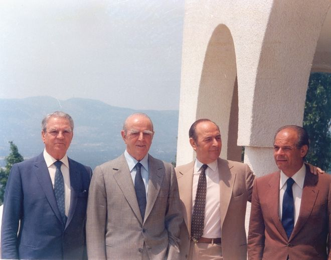 Ο Κωνσταντίνος Καραμανλής με τους αδελφούς του Αλέκο, Γραμμένο και Αχιλλέα στην Πολιτεία το 1987