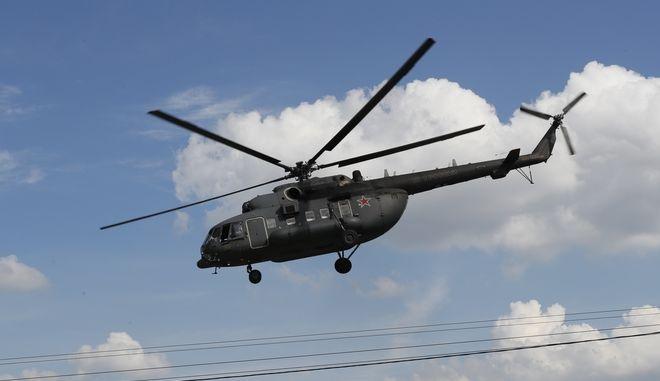 Στρατιωτικό ελικόπτερο.