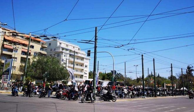 Μοτοπορεία ντελιβεράδων στο κέντρο της Αθήνας