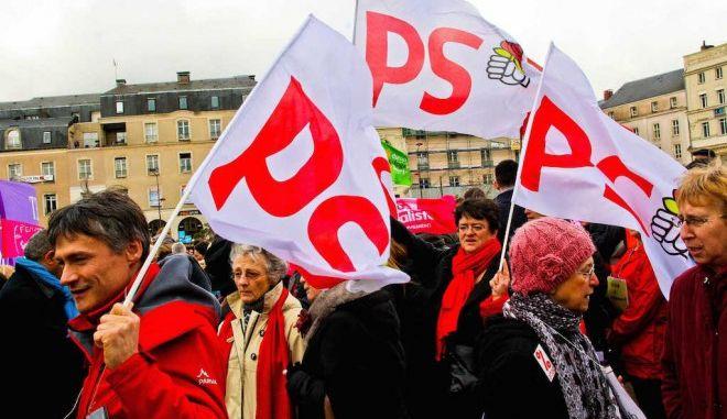 Οι Σοσιαλιστές στη Γαλλία ψάχνουν σανίδα σωτηρίας