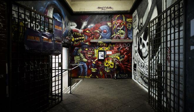 H εισοδος κλειστου κλαμπ στο Βερολίνο.