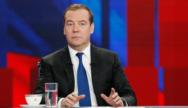 Ο Ρώσος πρωθυπουργός Ντμίτρι Μεντβέντεφ σε τηλεοπτική εμφάνιση τον Δεκέμβριο του 2019
