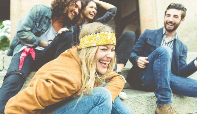 Φίλοι που γελάνε