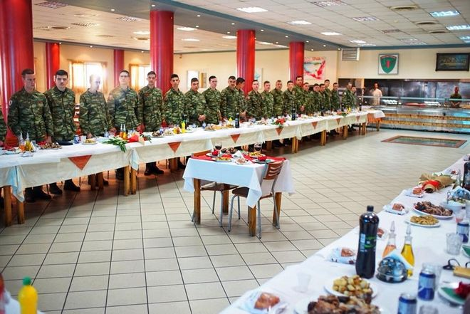 Συγκίνηση στο ΚΕΥΠ Λαμίας: Έστησαν τραπέζι για τους δύο φυλακισμένους στρατιωτικούς