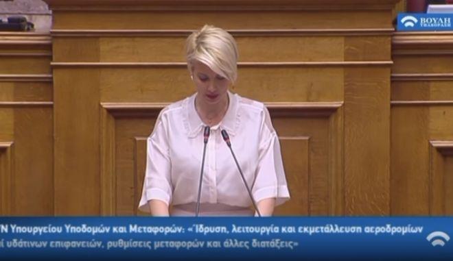 Κατερίνα Μονογυιού: Viral η ομιλία που συλλαβίζει στη Βουλή