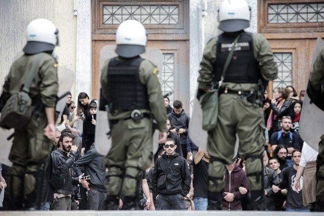 Ένταση το μεσημέρι της Δευτέρας 11 Νοεμβρίου 2019 στο Οικονομικό Πανεπιστήμιο (πρώην ΑΣΟΕΕ). Φοιτητές έφτασαν στη σχολή, η οποία είναι κλειστή μέχρι τις 17 Νοεμβρίου με απόφαση της Συγκλήτου και προσπάθησαν να την ανοίξουν και να μπουν μέσα. Μόλις έγιναν αντιληπτοί από τους αστυνομικούς επικράτησε ένταση.