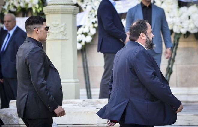 Ο Βαγγέλης Μαρινάκης στην κηδεία του Σωκράτη Σ. Κόκκαλη