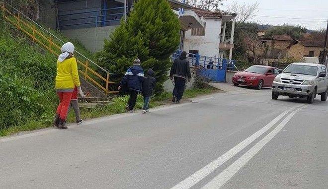 Έπεσαν οι τόνοι στη Βέροια: Οι πρόσφυγες βγήκαν για βόλτα και ψώνια