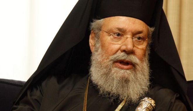 Τον Αρχιεπίσκοπο Κύπρου Χρυσόστομο Β΄, δέθηκε την Πέμπτη 17 Ιανουαρίου 2013, Ο Πρόεδρος της Δημοκρατίας Κάρολος Παπούλιας. (EUROKINISSI/ΓΙΩΡΓΟΣ ΚΟΝΤΑΡΙΝΗΣ)