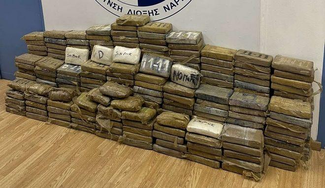 Πειραιάς: 351 κιλά κοκαΐνης βρέθηκαν σε κοντέινερ στο λιμάνι