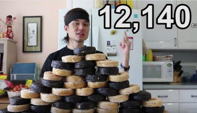 Έφαγε 50 ντόνατ σε 10' λεπτά και κατανάλωσε 12.140 θερμίδες