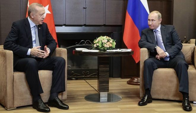 Οι πρόεδροι Ρωσίας και Τουρκίας Βλαντίμιρ Πούτιν και Ρετζέπ Ταγίπ Ερντογάν στη συνάντησή τους τον Οκτώβριο του 2019 στο Σότσι