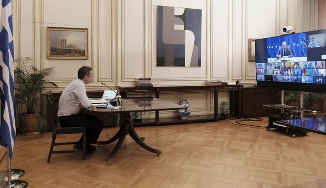 Ο πρωθυπουργός Κυριάκος Μητσοτάκης στην τηλεδιάσκεψη του Ευρωπαϊκού Συμβουλίου με αντικείμενο τη στρατηγική της ΕΕ για την αντιμετώπιση της πανδημίας