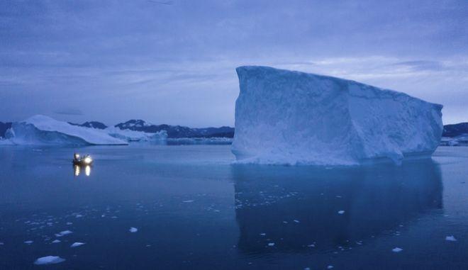 Οι πάγοι λιώνουν