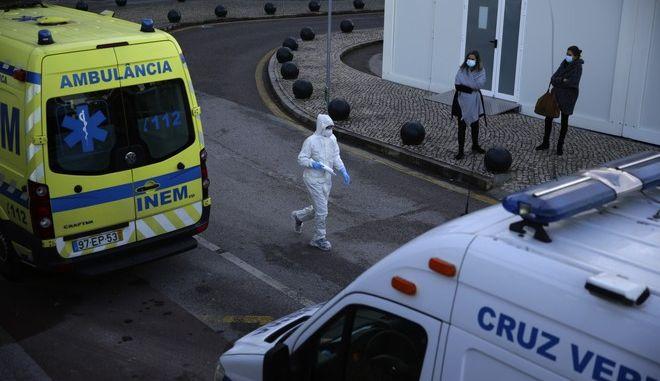 Στιγμιότυπο έξω από νοσοκομείο στην Πορτογαλία