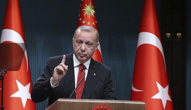 Ο Τούρκος πρόεδρος Ρετζέπ Ταγίπ Ερντογάν σε ομιλία του στο προεδρικό μέγαρο στην Άγκυρα