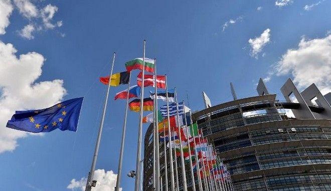 Ευρωκοινοβούλιο: 20 βοηθοί του Εθνικού Μετώπου της Γαλλίας, ύποπτοι για απάτη