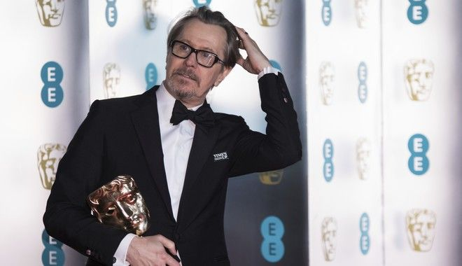 Actor Gary Oldman poses with his Best Actor Award for 'Darkest Hour' for photographers upon arrival at the BAFTA 2018 afterparty in London, Sunday, Feb. 18, 2018. (Photo by Vianney Le Caer/Invision/AP)