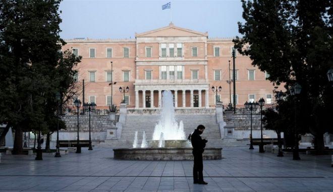 Η πλατεία Συντάγματος εν καιρώ lockdown