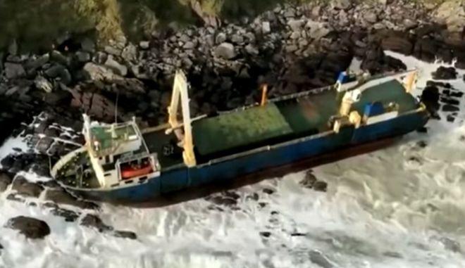 """Πλοίο - """"φάντασμα"""" ξεβράστηκε στην Ιρλανδία"""