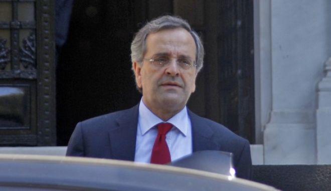 Έξοδος του πρωθυπουργού Αντ. Σαμαρά από το Μέγαρο Μαξίμου το Σάββατο 28 Σεπτεμβρίου 2013..(EUROKINISSI/ΓΙΩΡΓΟΣ ΚΟΝΤΑΡΙΝΗΣ)