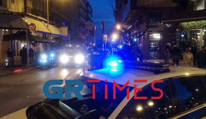 Θεσσαλονίκη: Απίστευτος συνωστισμός στο κέντρο της πόλης - Επέμβαση της αστυνομίας