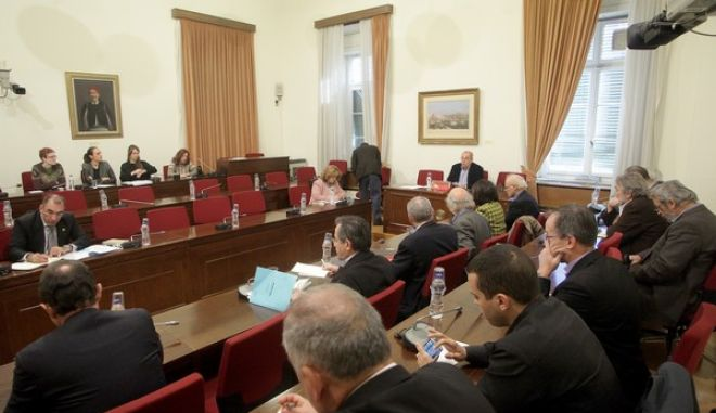 Συζήτηση σχετικά με τη σύνταξη του πορίσματος της Εξεταστικής Επιτροπής της Βουλής για τη διερεύνηση της νομιμότητας της δανειοδότησης των πολιτικών κομμάτων, καθώς και των ιδιοκτητριών εταιρειών μέσων μαζικής ενημέρωσης από τα τραπεζικά ιδρύματα της χώρας την Πέμπτη 15 Δεκεμβρίου 2016. (EUROKINISSI/ΠΑΝΑΓΙΩΤΗΣ ΣΤΟΛΗΣ)