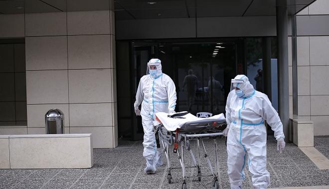 Θεσσαλονίκη: Μεταφορά ασθενών με κορονοϊό σε επιταγμένη κλινική