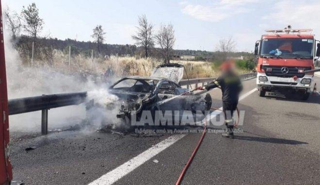 """Φθιώτιδα: """"Στάχτη"""" έγινε σπορ αυτοκίνητο έξω από το Μαρτίνο"""