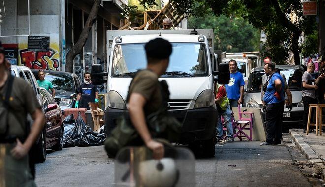 Επιχείρηση της Ελληνικής Αστυνμίας σε τέσσερα υπό κατάληψη κοντά στην πλατεία Εξαρχείων την Δευτέρα 26 Αυγούστου 2019. Στην επιχείρηση συμμετέχουν η Δίωξη Ναρκωτικών αλλά και άντρες των ΜΑΤ και των ΕΚΑΜ, όπως και ελικόπτερο. (EUROKINISSI/ΜΙΧΑΛΗΣ ΚΑΡΑΓΙΑΝΝΗΣ)