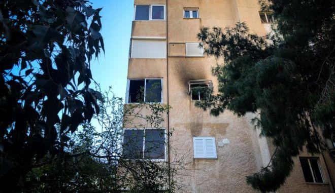 Το διαμέρισμα στη Βάρκιζα όπου ένα βρέφος 13 μηνών έχασε τη ζωή του από πυρκαγιά