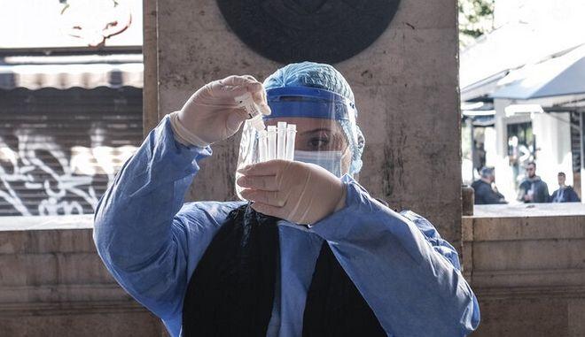 Μετάλλαξη Δέλτα: Δεν αποκλείει πανδημική έκρηξη ο καθηγητής Τζανάκης